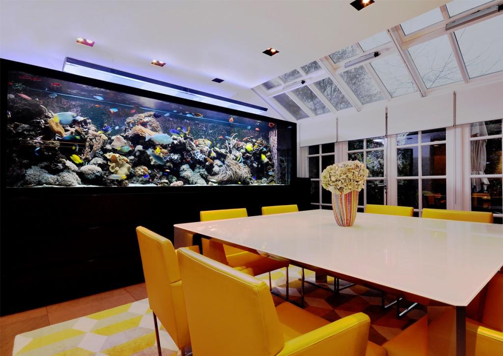 Ocean kitchen aquariumarchitecture (Cozinha com aquário)