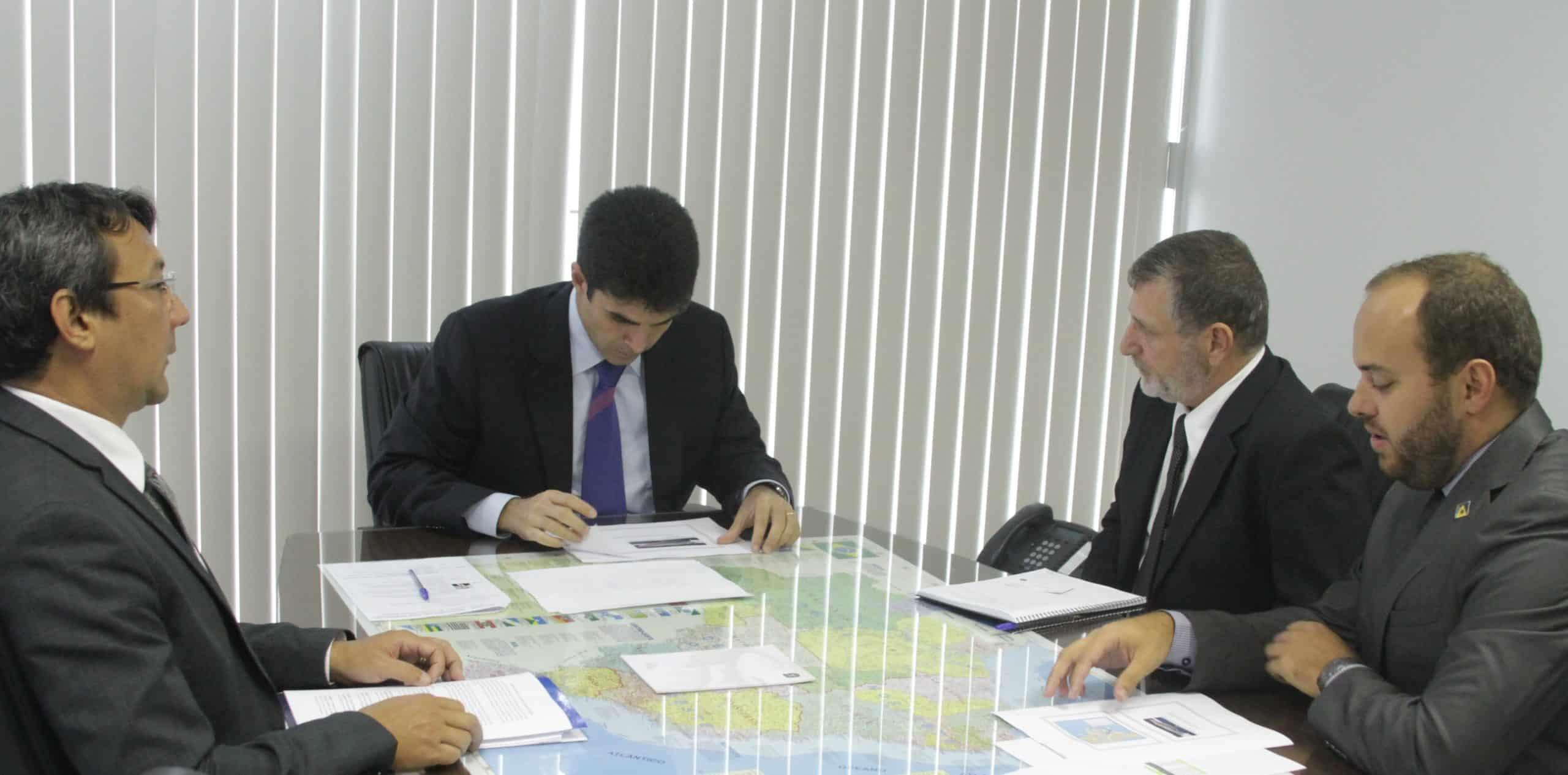 Ministro recebe o presidente da Associação Brasileira de Aquarofilia (ABLA)