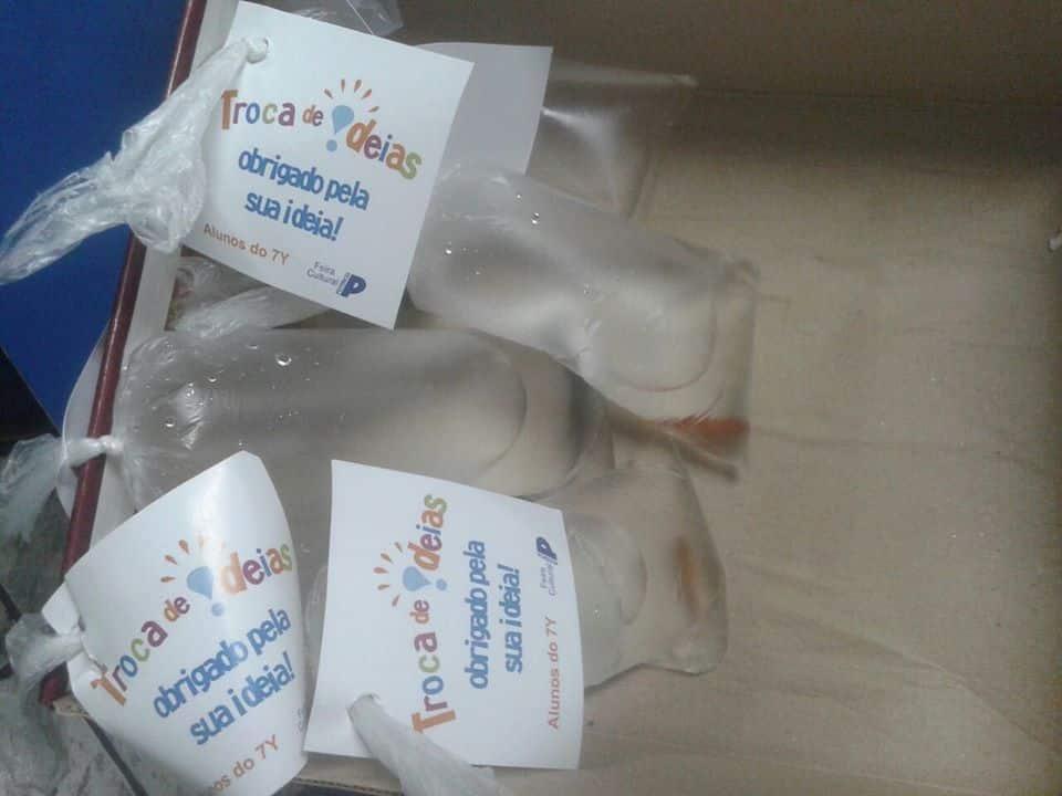 Peixes ornamentais são distribuídos em colégio particular