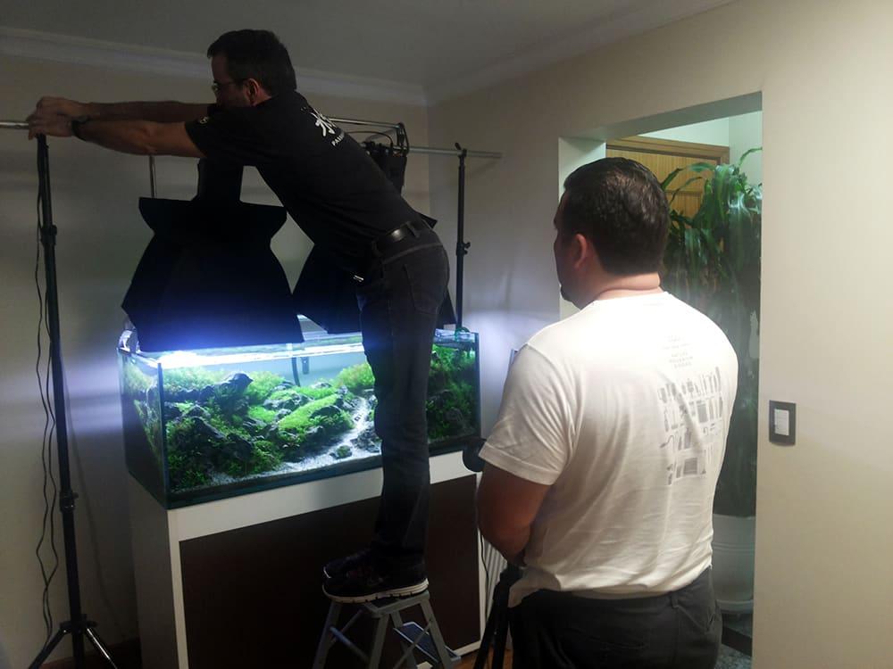Aquabase Layout Team tirando foto do aquário Thunder Valley Mountain