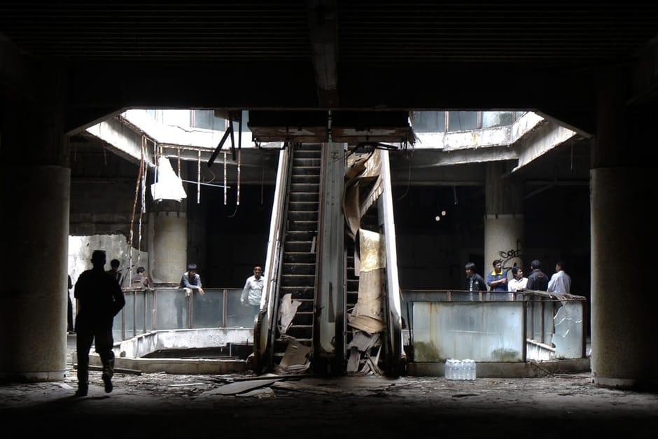 shopping abandonado que virou aquário bizzaro