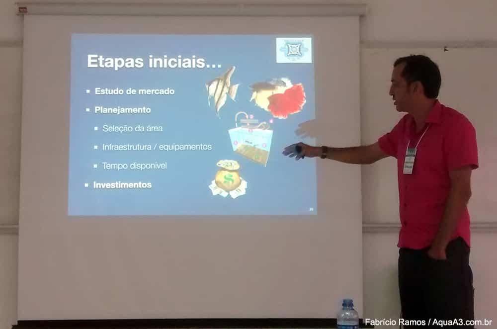 Professor Leopoldo Barreto no curso Piscicultura Ornamenta