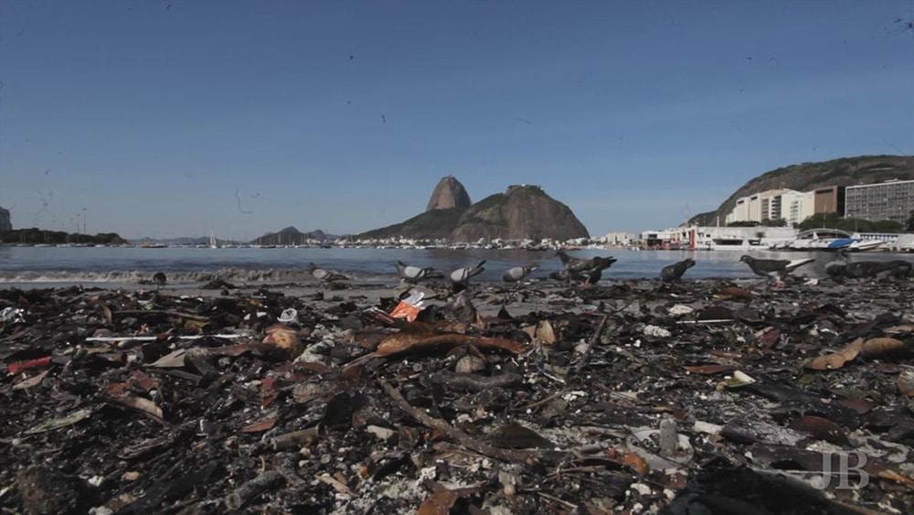 Baía de Guanabara poluída