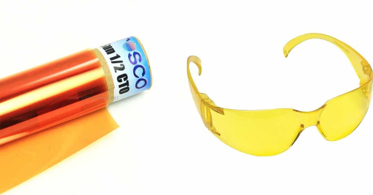 gelatina âmbar e óculos com lente âmbar