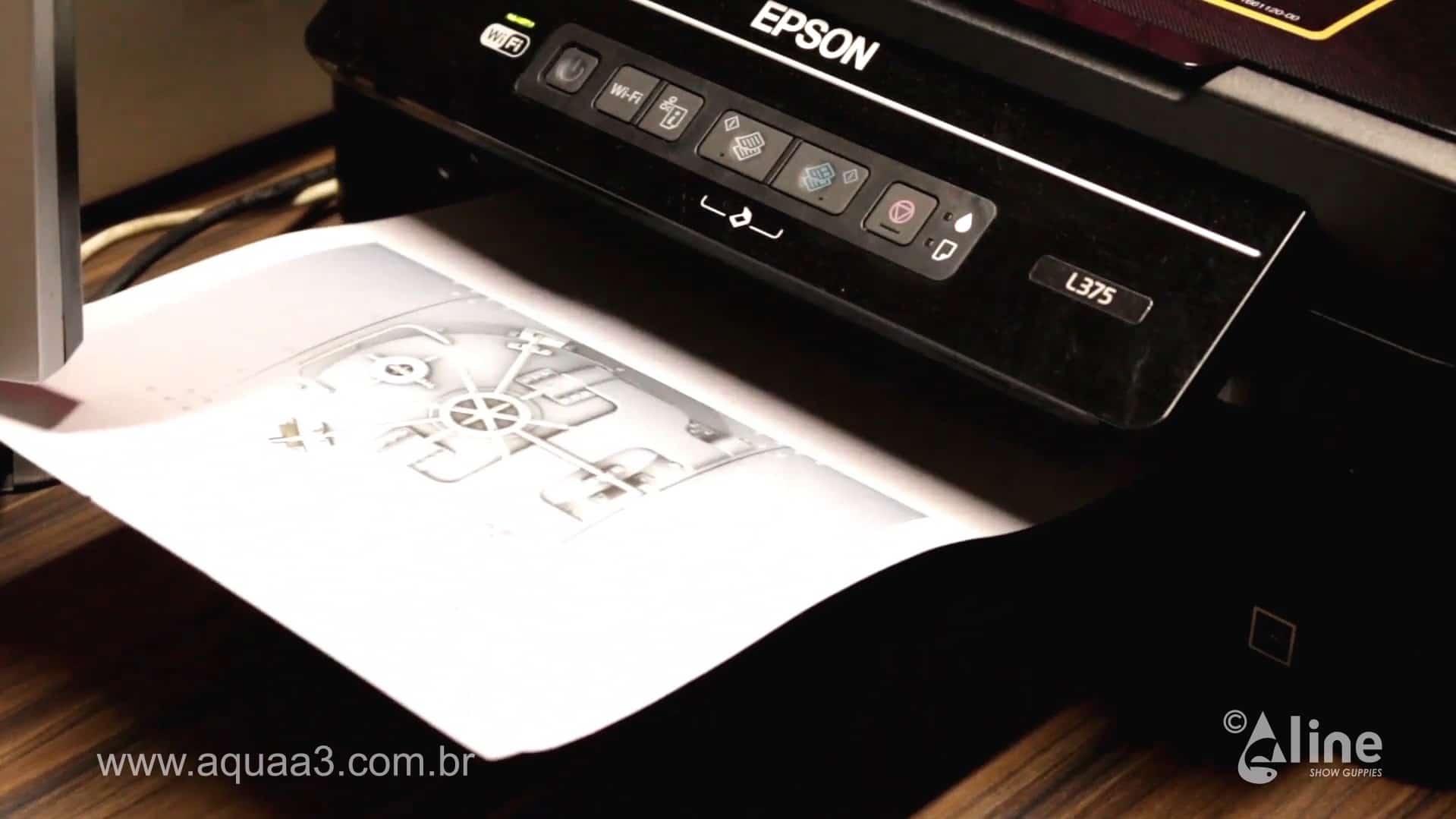 Basta imprimir a imagem utilizando o papel adesivo