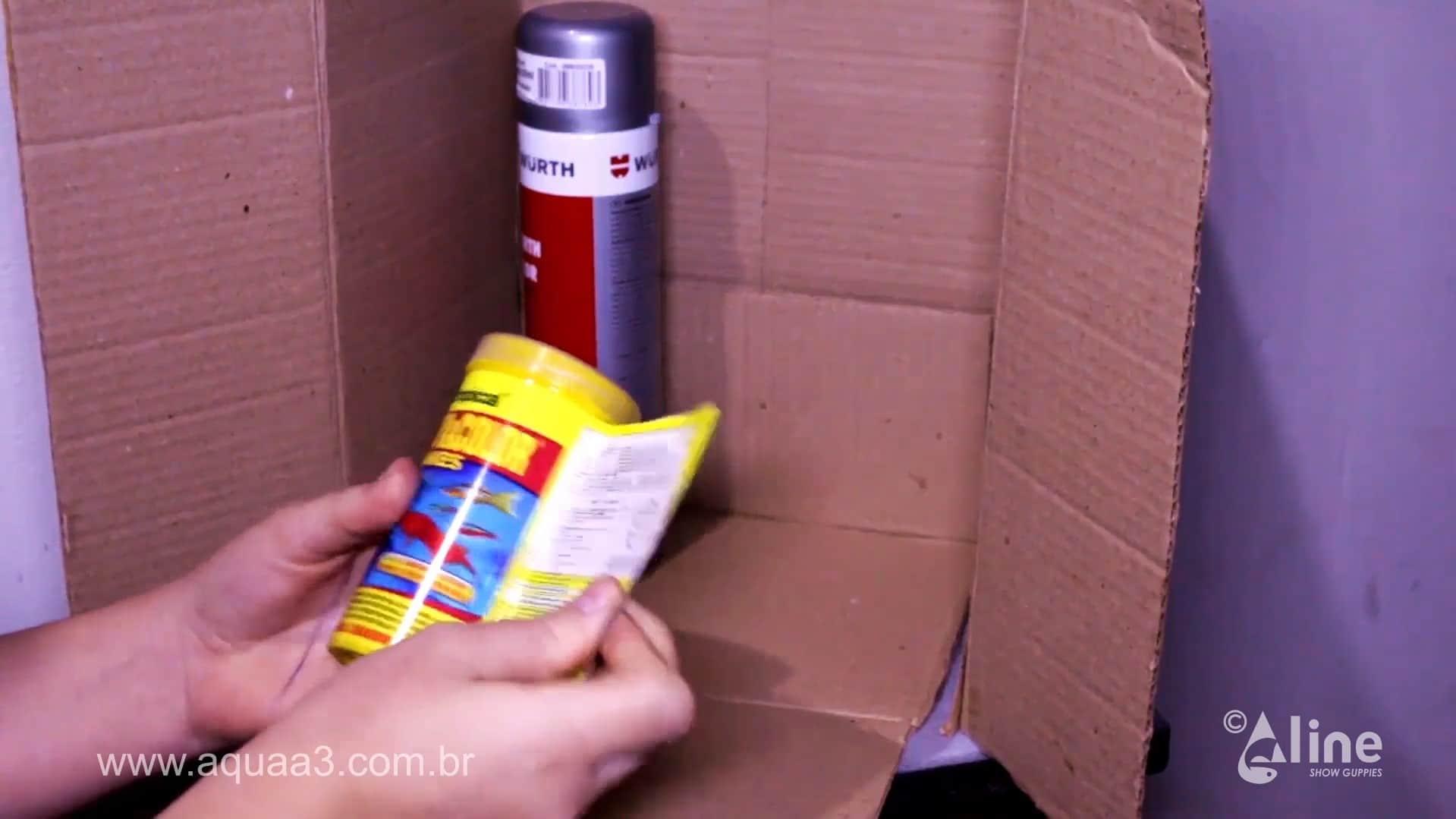 Retire a embalagem do pote de ração