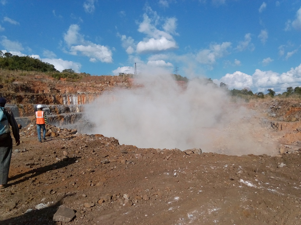Explosões para mineração nos arredores da caverna onde a nova espécie se encontra.